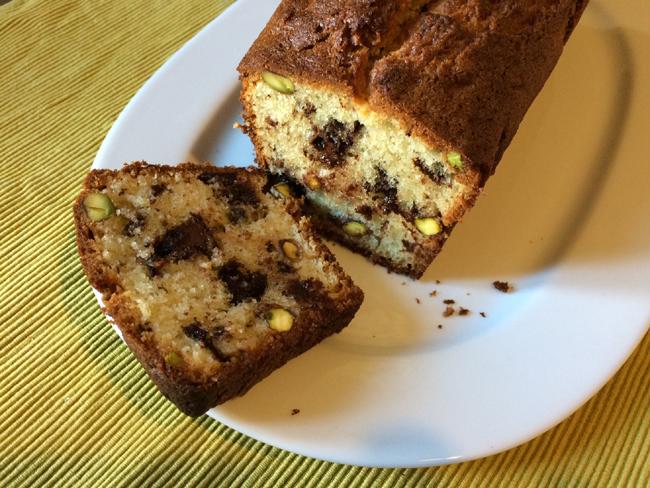 Cake aux pistaches et aux pépites de chocolat